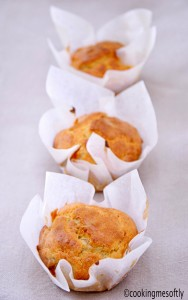Gruyere cheese and walnuts muffins