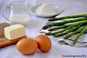 Pancakes di asparagi con uova al tegamino