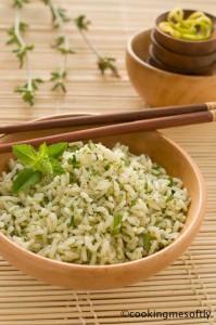 Insalata di riso alle erbe aromatiche